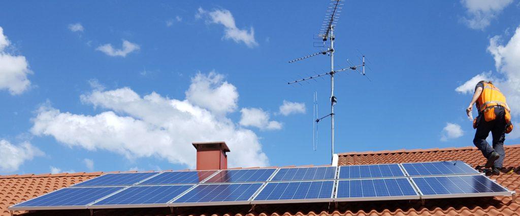 Eniten ostettu aurinkosähkköjärjestelmämme on teholtaan 3kWp ja sen invertteri on 3-vaiheinen.